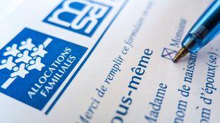 Illustration d'un dossier à remplir pour devenir bénéficiaire de la caisse d'allocations familiales. (MAXPPP)