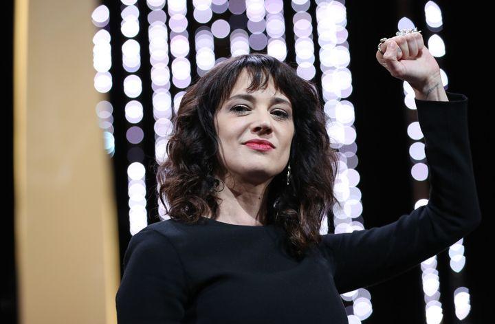 L'actrice italienne Asia Argento a vivement dénoncé les agissements d'Harvey Weinstein à Cannes avant de remettre le Prix d'interprétation féminine.  (Valery HACHE / AFP)