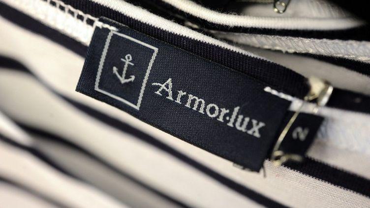 Une marinière Armor Lux à Quimper (Finistère) le 24 octobre 2012. (FRED TANNEAU / AFP)