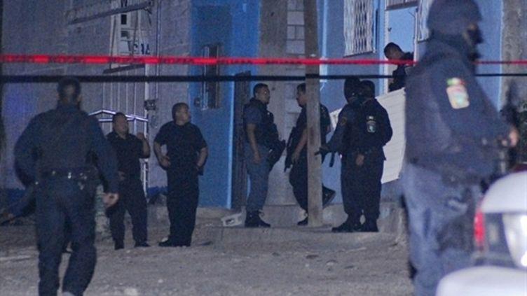 Patrouille de police à Chihuahua, où des tueurs ont tué 19 personnes dans un centre de désintoxication (11 juin 2010) (AFP / Diario de Chihuahua)