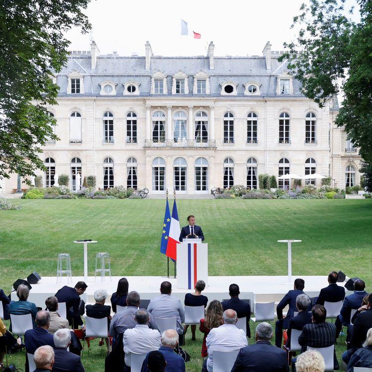 Le président de la République, Emmanuel Macron, le 29 juin 2020 à l'Elysée, devant les citoyens de la Convention citoyenne pour le climat. (CHRISTIAN HARTMANN / AFP)