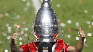 Lucas Hernandez, défenseur français du Bayern Munich, la tête dans la coupe de la Ligue des champions. (MATTHEW CHILDS / AFP)