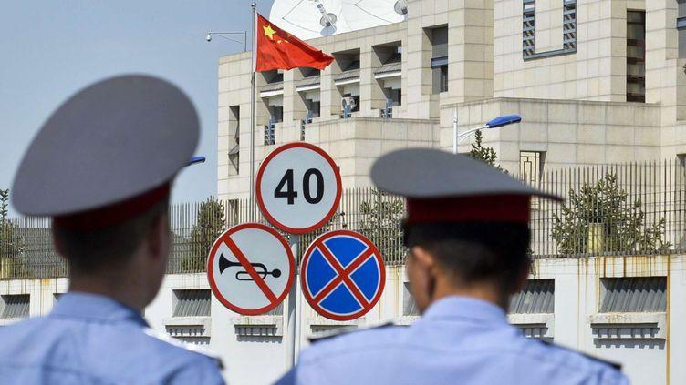 Le 30 août 2016, un kamikaze a fait exploser sa voiture au sein de l'ambassade de Chine. (Vladimir Voronin / AP / SIPA)