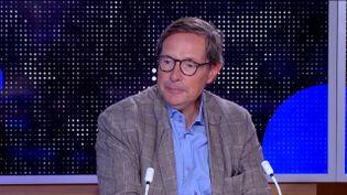 """Christian Saint-Etienne, économiste et auteur de """"Le libéralisme stratège contre le chaos du monde"""", était l'invité du journal de 23 heures de franceinfo jeudi 3 septembre. Il est revenu sur le plan de relance présenté par l'Etat. (FRANCEINFO)"""