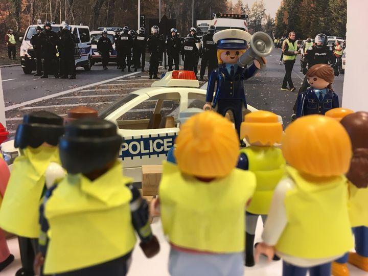 """Policiers et CRS sont présents constamment sur les points de rassemblement des """"gilets jaunes"""" pour assurer le maintien de l'ordre. (GUILLEMETTE JEANNOT / FRANCEINFO)"""