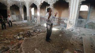 Juif originaire de Libye en prière dans une ancienne synagogue de Tripoli, aujourd'hui à l'abandon. 38 000 juifs libyens ont été expulsés par le colonel Kadhafi en 1969. La plupart des synagogues du pays ont été détruites ou converties en mosquées. (SUHAIB SALEM / X90014)