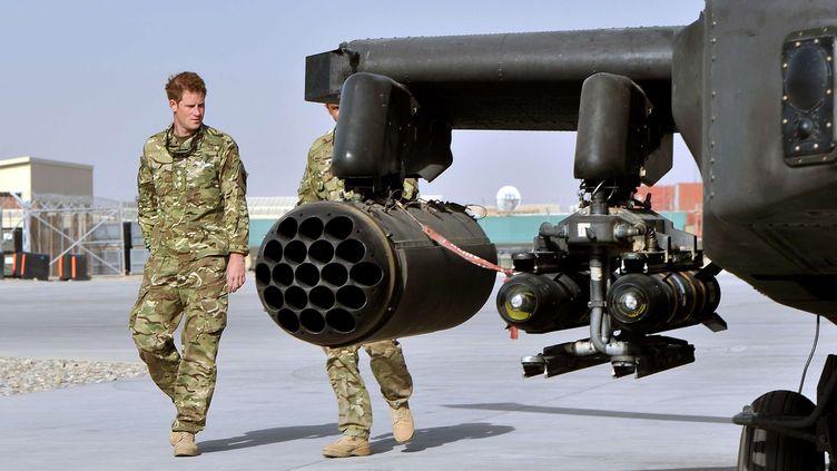 Le Prince Harry sur la base militaire de camp Bastion en Afghanistan, le 7 septembre 2012. (JOHN STILLWELL / SIPA )