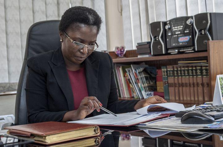 La médiatrice du Malawi, Martha Chizuma, à son bureau à Lilongwe le 9 septembre 2019 (AMOS GUMULIRA / AFP)