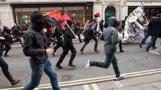 (Illustration Black blocs en 2012 à Londres © Maxppp)