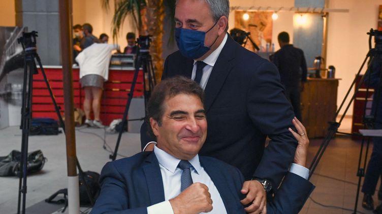 Le candidat à l'élection présidentielle, Xavier Bertrand, et le président du parti Les Républicains, Christian Jacob, à Nîmes (Gard), le 10 septembre 2021. (PASCAL GUYOT / AFP)