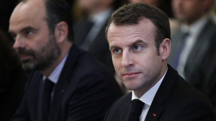 Emmanuel Macron et Edouard Philippe lors d'une réunion avec les syndicats à l'Elysée, le 10 décembre 2018. (YOAN VALAT / POOL / AFP)