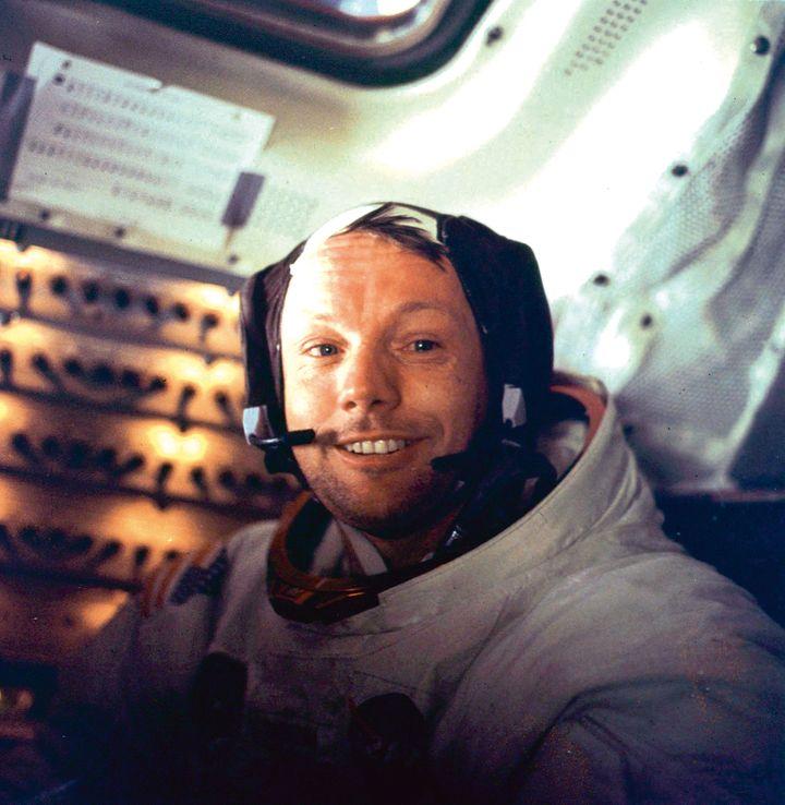 Neil Armstrong à l'intérieur d'Apollo 11, le 21 juillet 1969 après son passage sur la Lune. (NASA / AFP)