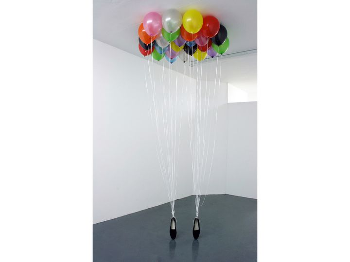 """P.Y.T"" de Appau Junior Broakye-Yiadom (2009) Latex balloons, ribbon and penny loafer shoes.  (Courtesy of the artist)"
