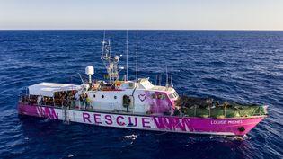 """Le navire humanitaire """"Louise Michel"""", en mer Méditerranée, le 29 août 2020. (THOMAS LOHNES / AFP)"""