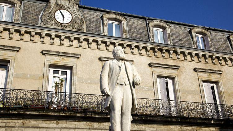 A Castres (Tarn), la statue de Jean Jaurès, natif de la ville, sur la place qui porte son nom, le 2 septembre 2020. (PHILIPPE ROY / AFP)