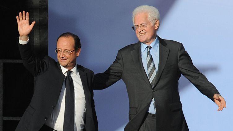 François Hollande, alors candidat à l'élection présidentielle, au côté de l'ex-Premier ministre Lionel Jospin, le 3 mai 2012 à Toulouse (Haute-Garonne). (PASCAL PAVANI / AFP)