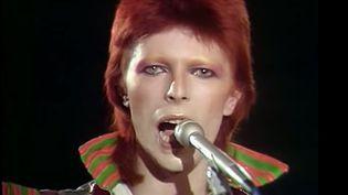 David Bowie à Top of The Pops (G-B) en janvier 1973.