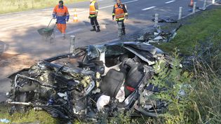 Un autre accident sur cette route dangeureuse : un camion et une voiture étaient entrés en collision le 21 octobre 2011. (BIGARD PHILIPPE / MAXPPP)