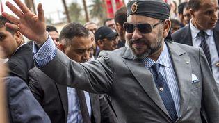 Le roi du Maroc Mohamed VI arrive pour l'inauguration de la gare Agdal de la capitale Rabat pour la nouvelle ligne LGV, le 17 novembre 2018. (FADEL SENNA / AFP)