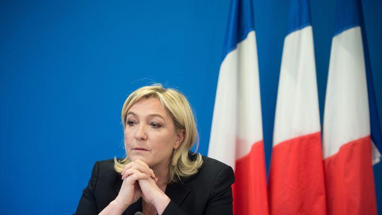 La présidente du Front national, Marine Le Pen, lors d'une conférence de presse au siège du FN, le 6 février 2015 à Nanterre (Hauts-de-Seine). (CHAMUSSY / SIPA)