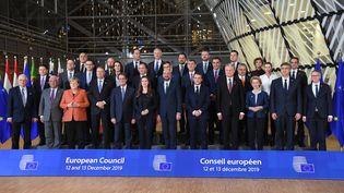 Les dirigeants des Etats-membres de l'Union européenne et des institutions européennes, lors d'un sommet à Bruxelles, le 12 décembre 2019. (ALAIN JOCARD / AFP)