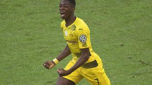 Ousmane Dembélé sous le maillot du Borussia Dortmund, ce devrait bientôt être de l'histoire ancienne. Le français est attendu au FC Barcelone. (ODD ANDERSEN / AFP)