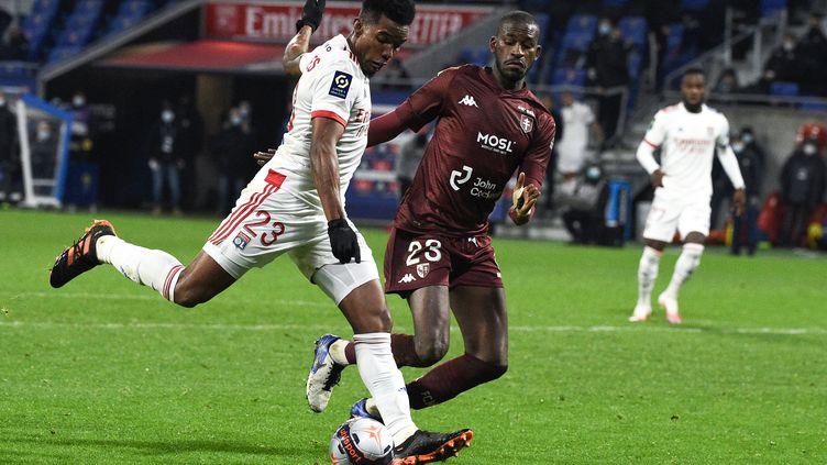 Thiago Mendes et les Lyonnais ont buté sur les Messins (JEAN-PHILIPPE KSIAZEK / AFP)