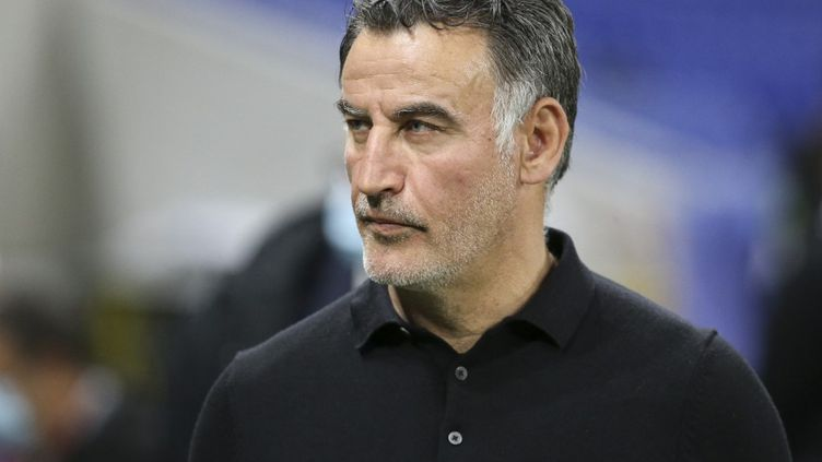 Christophe Galtier lors du match du LOSC face à l'Olympique lyonnais, le 25 avril 2021. (JEAN CATUFFE / AFP)