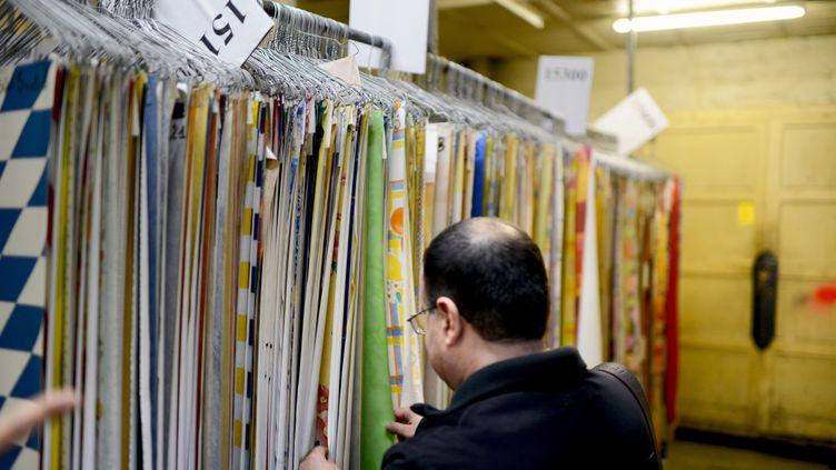 L'usine Veninov est spécialisée dans les toiles cirées. (PHILIPPE MERLE / AFP)