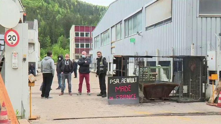 Des salariés de la fonderie de Saint-Claude (Jura). (CAPTURE ECRAN FRANCE 3)
