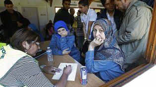 Des réfugiés syriens dans un centre d'accueil à Cergy-Pontoise (Val-d'Oise), le 9 septembre 2015. (JACKY NAEGELEN / REUTERS)