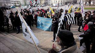 Des manifestants demandent le rattachement de la Loire-Atlantique à la Bretagne, à Nantes, le 12 mars 2016. (JEAN-SEBASTIEN EVRARD / AFP)