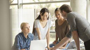 Illustration : les salariés demandent plus de souplesse en entreprise. (ERIC AUDRAS / MAXPPP)