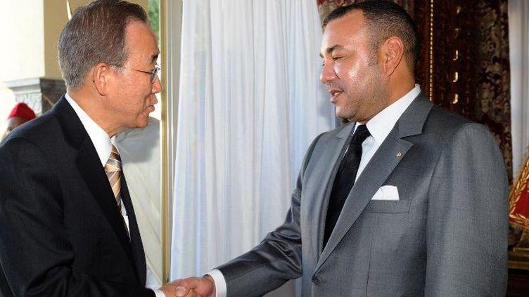 Le Roi Mohamed VI reçoit le Secrétaire Général de l'ONU le 16 Octobre 2010 à Rabat. Ban Ki Moon a annulé la visite qu'il devait effectuer au Maroc en Juillet 2016. (Photo AFP)