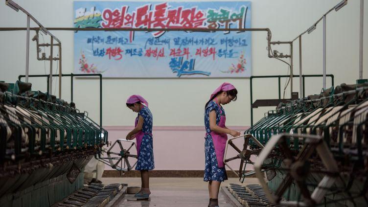 Des ouvrières dans une usine textile à Pyongyang en Corée du Nord, le 7 septembre 2018. (ED JONES / AFP)