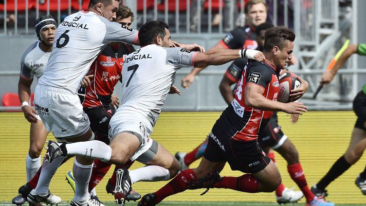 Benjamin Botica, l'ouvreur néo-zélandais d'Oyonnax à la lutte contre le Stade Toulousain (ROMAIN LAFABREGUE / AFP)