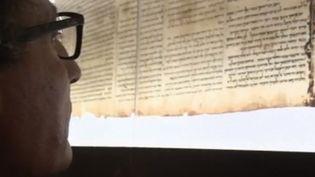 """En Cisjordanie, des archéologues et des pillards recherchent des traces exceptionnelles, là où ont été retrouvés les """"Manuscrits de la mer Morte"""". (FRANCE 2)"""