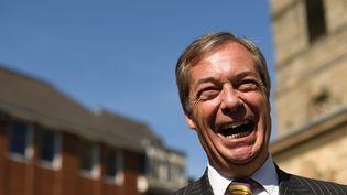Le leader du Parti du Brexit, Nigel Farage, en campagne pour les élections européennes, le 13 mai 2019 à Pontefract, dans le comté du Yorkshire de l'ouest, en Angleterre (Royaume-Uni). (OLI SCARFF / AFP)