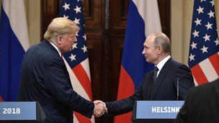 Donald Trump et Vladimir Poutine à Helsinki (Finlande), le 16 juillet 2018. (ALEKSEY NIKOLSKYI / SPUTNIK / AFP)