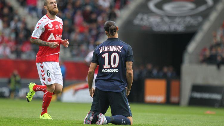 Ibrahimovic à genoux, comme un signe d'impuissance pour le PSG (CITIZENSIDE/ELYXANDRO CEGARRA / CITIZENSIDE.COM)