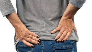 Les douleurs au dos se sont accentuées pendant le confinement. (RICHARD VILLALON / MAXPPP)