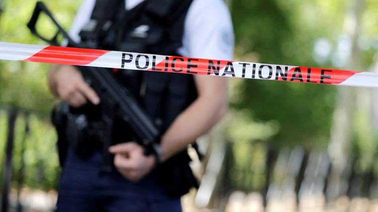 Daech a revendiqué l'attaque au couteau de Trappes, jeudi 23 août, mais la piste d'un différend familial est à ce stade privilégiée par les enquêteurs. (THOMAS SAMSON / AFP)