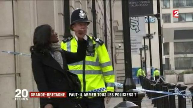 Attaques à Londres : faut-il armer les policiers ?