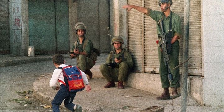 Scène de l'intifada à Naplouse, en Cisjordanie, en 1987 (ESAIAS BAITEL / ARCHIVES / AFP)
