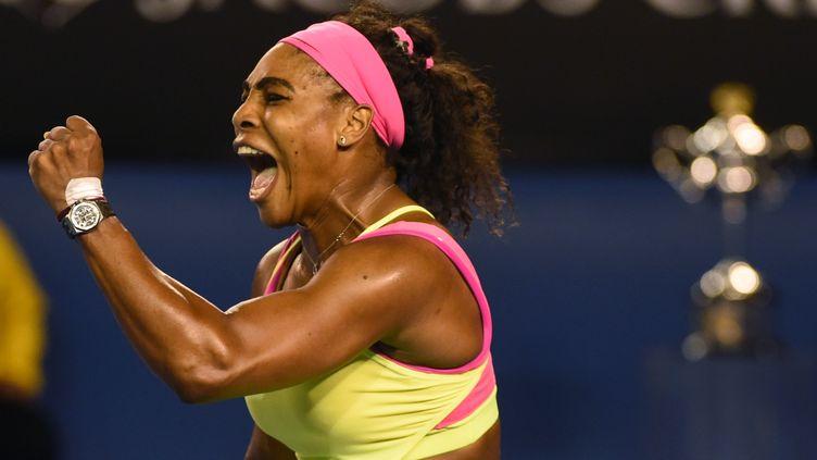 Serena Williams exulte après sa victoire contre Maria Sharapova, samedi 31 janvier 2015 lors de l'Open d'Australie de Melbourne. (MAL FAIRCLOUGH / AFP)