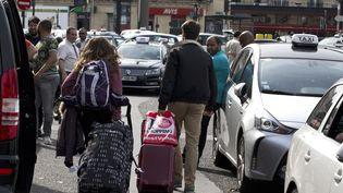 Les chauffeurs de taxi ont prévu, mardi 26 janvier 2016, plusieurs actions notamment autour des aéroports parisiens de Roissy et Orly. (KENZO TRIBOUILLARD / AFP)