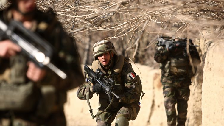 Des soldats français près de Tagab, dans la province de Kapisa (Afghanistan), le7 janvier 2010. (JOEL SAGET / AFP)