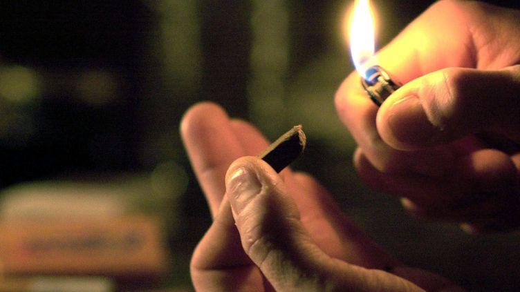 En 2011, 34,6 % des jeunes de 17 ans disent avoir consommé du cannabis dans l'année contre 35,9 % en 2008. (THOMAS WIRTH / AFP)