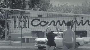 Des années 1950 jusqu'à nos jours, les équipes de France 2 se replongent dans l'histoire des vacances en France. (FRANCE 2)