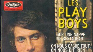 (A ses débuts, Jacques Dutronc chante les constats ironiques de Jacques Lanzmann et Anne Segalen sur leur époque. © Disques Vogue)